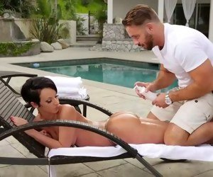 married dude pretends to be a masseur to fuck a big booty chick jada stevens